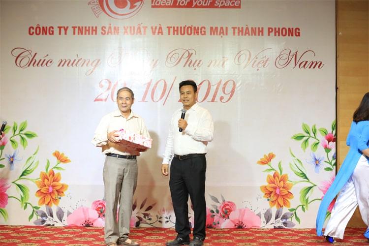 Phần quà cho Bác Phạm Văn Kiến